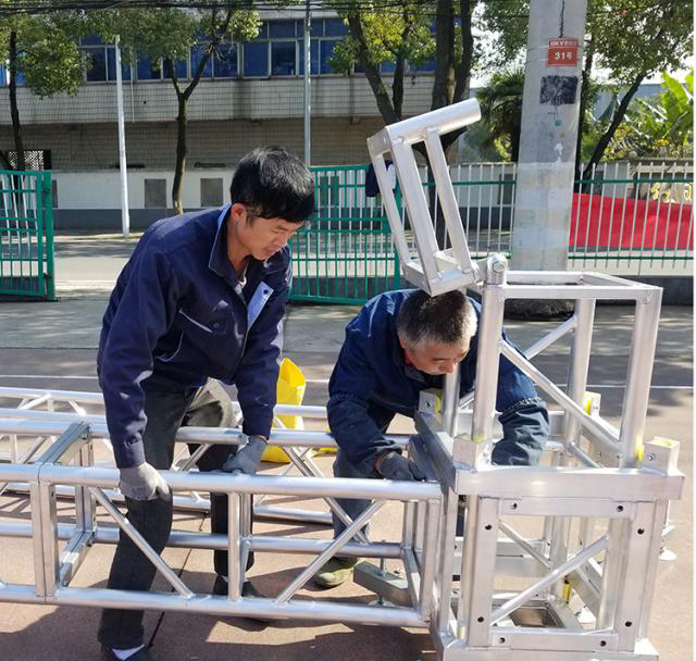 Aluminum alloy truss light frame installation 3