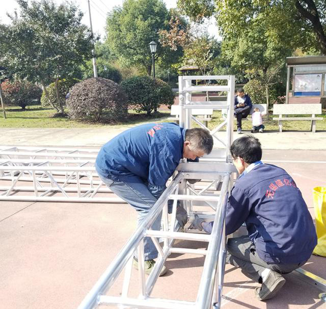 Aluminum alloy truss light frame installation 9